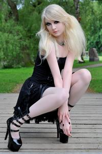 Maria Amanda - Gothic Doll [Zip]z5lr1mpt2n.jpg