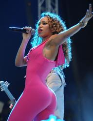 Amander Reifer - Hot Spandex Outfit Performing At V-Festival-2012