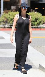 http://img260.imagevenue.com/loc155/th_970836736_rose_mcgowan_see_thru_and_pokies_while_out_and_about_in_beverly_hills_03_123_155lo.jpg