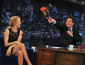 http://img260.imagevenue.com/loc25/th_421374170_UmaThurmanLateNightwithJimmyFallon_April820118_122_25lo.jpg