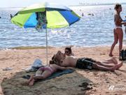 Pendejas amateur en la playa! sale paja loco!