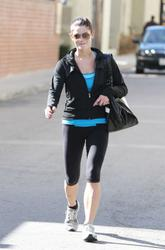 Nov 24, 2010 - Ashley Greene -  Leaving The Gym Th_31686_tduid1721_Forum.anhmjn.com_20101126072709007_122_534lo
