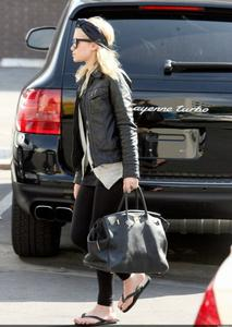 Ashley Olsen - Out in Beverly Hills - 02/2007(retro)  x18