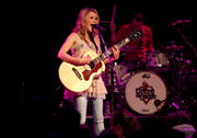 http://img260.imagevenue.com/loc560/th_47794_Emily_Osment_performs_live_at_the_House_of_Blues8_122_560lo.jpg