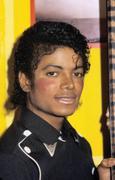 1983 - Thriller Certified Platinum  Th_579229368_180487_191229284243089_3678436_n_122_561lo